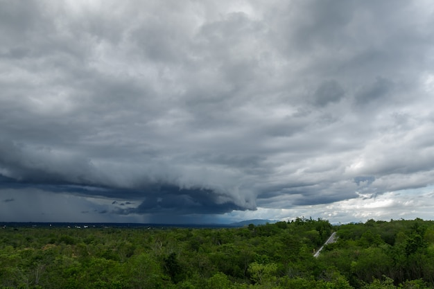 Thunder storm sky rain clouds Premium Photo