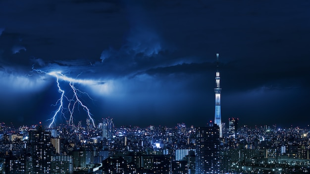 Thunder strom in tokyo city of japan Premium Photo