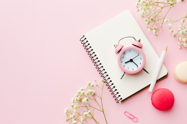 Time management and notepad for planning Free Photo