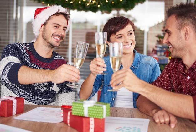 クリスマスと大晦日を祝う時間 無料写真