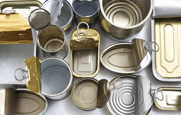 Tin can isolated on white Premium Photo