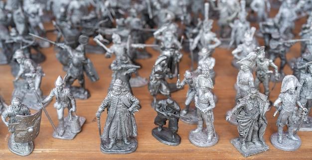 Оловянные солдатики. фигуры солдат и исторических деятелей. Premium Фотографии