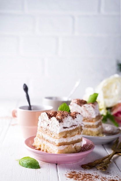 Tiramisu, traditional italian dessert Premium Photo