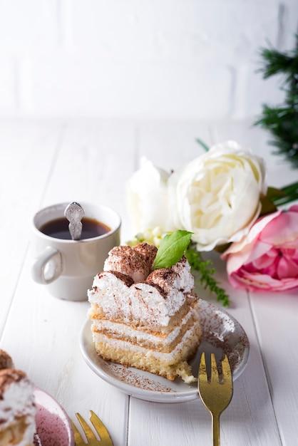 Tiramisu, traditional italian dessert Premium Photo