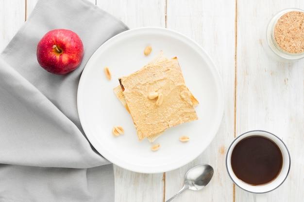 一杯のコーヒーとトースト 無料写真
