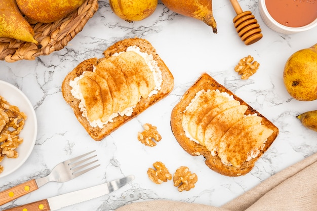 Toast with pears and walnuts Free Photo