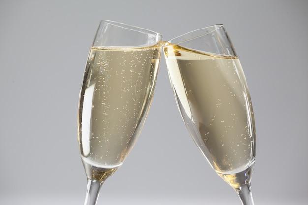 シャンパングラスを乾杯 無料写真