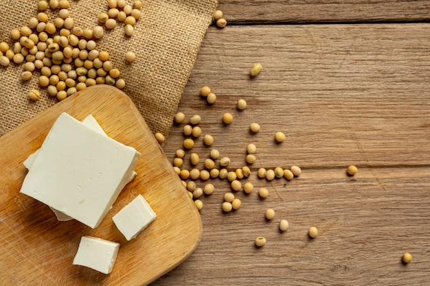 Tofu made from soybeans food nutrition concept. Free Photo