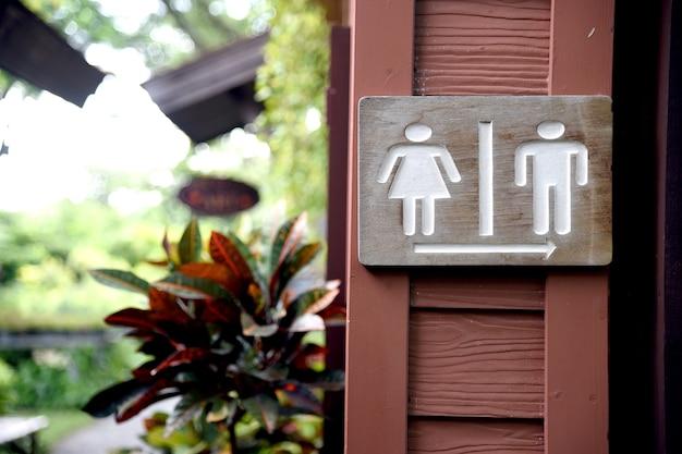 Toilets icon. sign to toilet. Premium Photo