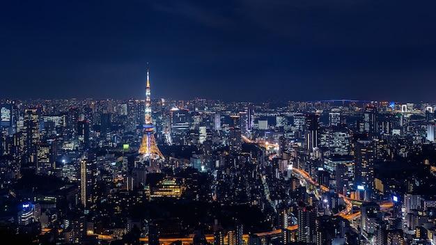 Городской пейзаж токио ночью, япония. Бесплатные Фотографии