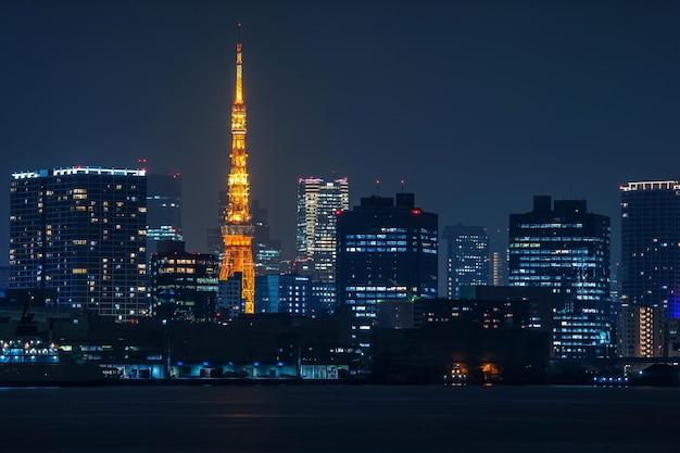 밤, 일본 도쿄 풍경입니다. 무료 사진