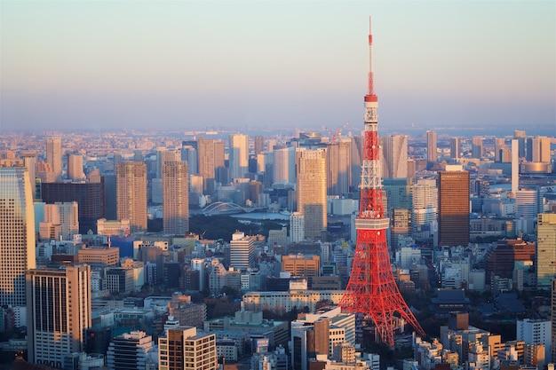 Токийская башня в японии Premium Фотографии