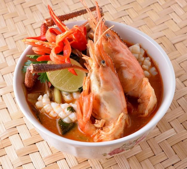 Tom yum soup, thai food Premium Photo