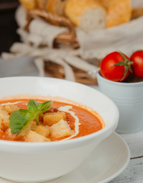 Tomato soup with bread stuffing and cream Free Photo