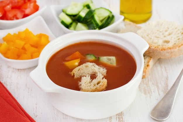 Tomato soup with vegetables and bread Premium Photo