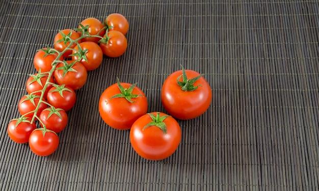 Помидоры и помидоры черри Premium Фотографии