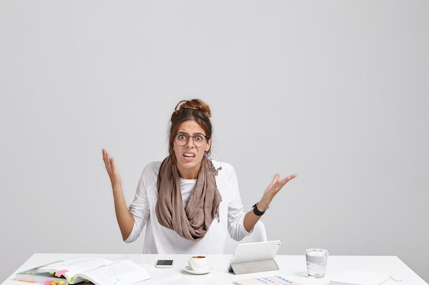 Too much workload and file error. stylish female employee having bad day at work Free Photo