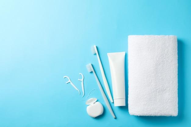 青い表面の歯科治療のためのツール Premium写真