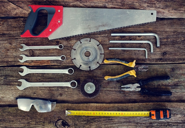 Инструменты на деревянном столе Бесплатные Фотографии