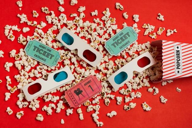 Vista dall'alto occhiali 3d e popcorn Foto Gratuite