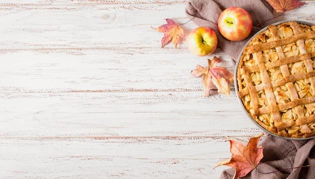 Vista dall'alto della torta di mele per il ringraziamento con copia spazio Foto Gratuite