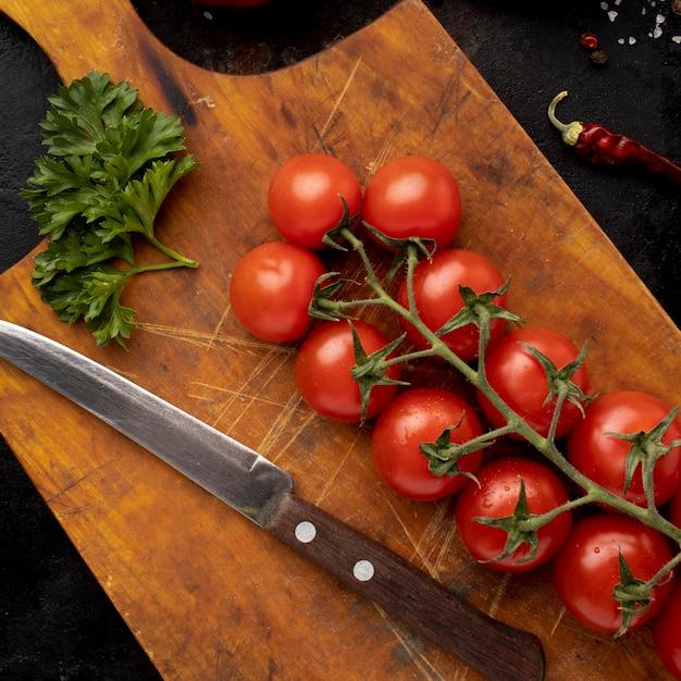 Композиция из вкусных свежих помидоров сверху Бесплатные Фотографии