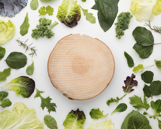 Top view arrangement of salad leaves and cutting board Free Photo