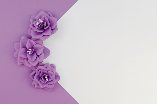 Top view arrangement with small purple flowers Free Photo