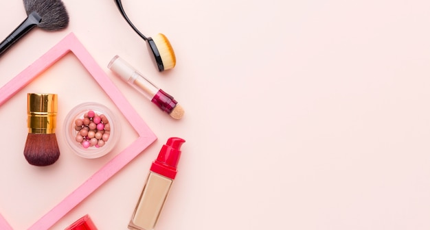 Vista dall'alto assortimento di prodotti di bellezza Foto Gratuite