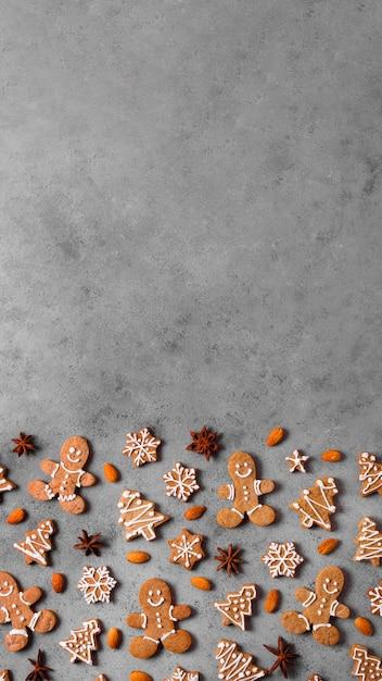 Vista dall'alto dell'assortimento di biscotti di panpepato con spazio di copia Foto Gratuite