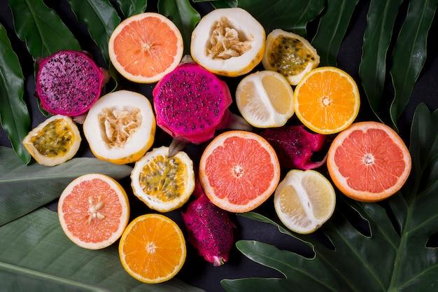 エキゾチックなフルーツのトップビューの品揃え 無料写真