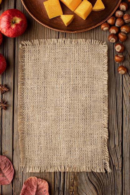 Vista dall'alto autunno cibo copia spazio tessuto juta Foto Gratuite
