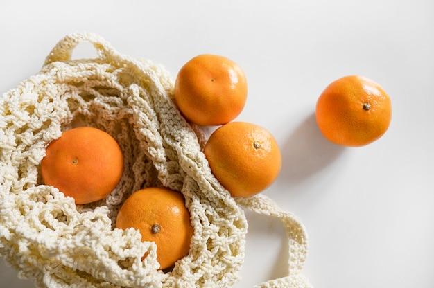 Сумка вид сверху с композицией апельсинов Бесплатные Фотографии