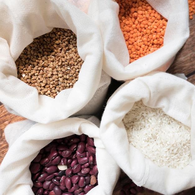 異なる豆のトップビューバッグ 無料写真