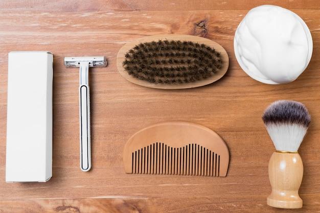 Вид сверху парикмахерская и деревянная расческа Бесплатные Фотографии