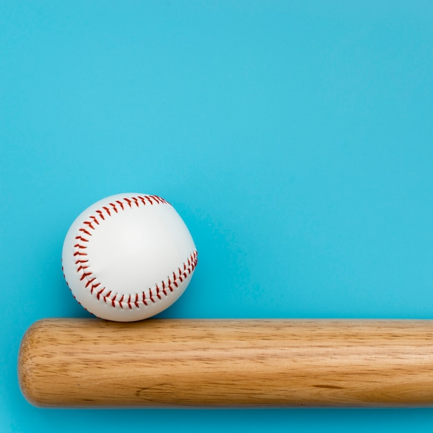 Top view of baseball with bat and copy space Free Photo