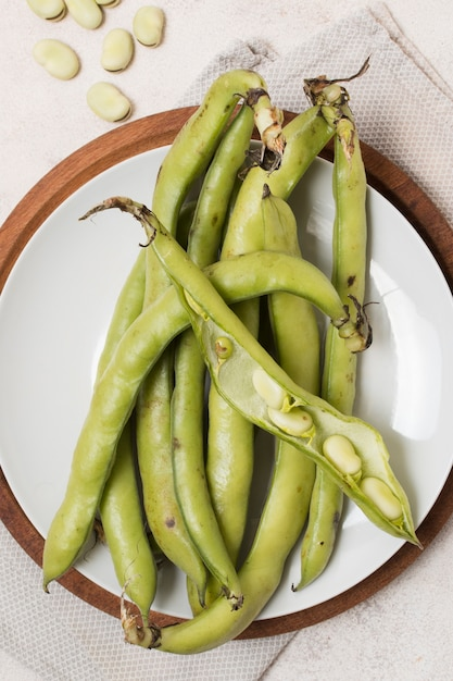 Top view of beans with garlic on plate Free Photo