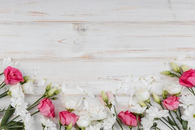 コピースペースで上面図美しい春の花の構成 無料写真
