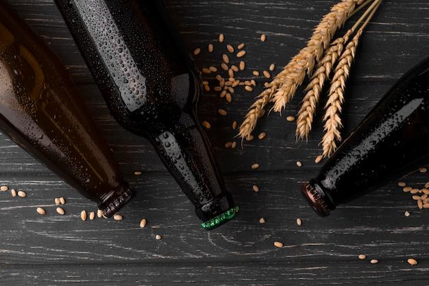 上面図のビール瓶の配置 Premium写真