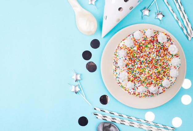 Торт ко дню рождения с копией пространства Бесплатные Фотографии