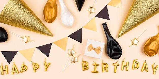Композиция из украшений на день рождения, вид сверху Premium Фотографии