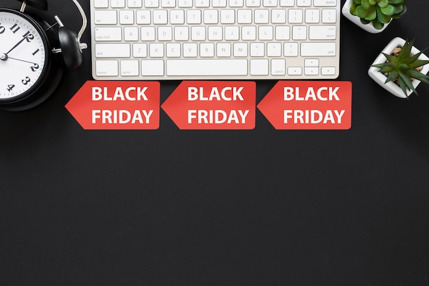 Top view black friday signs below keyboard Free Photo