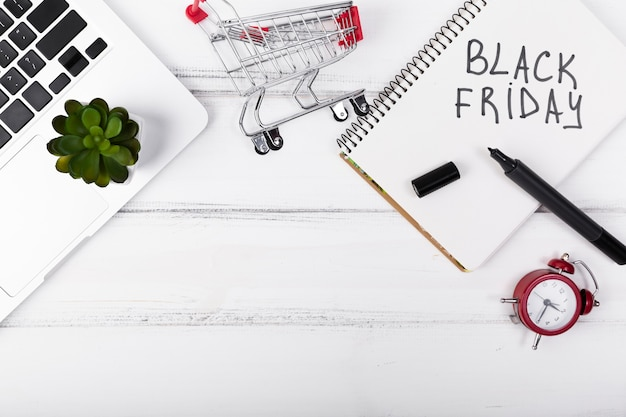 Top view black friday written on notepad Free Photo