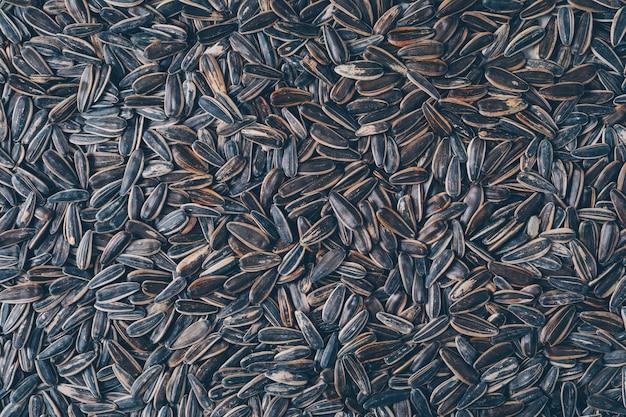 トップビューの黒いヒマワリの種。横型 無料写真