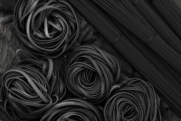 Top view of black tagliatelle and spaghetti Premium Photo