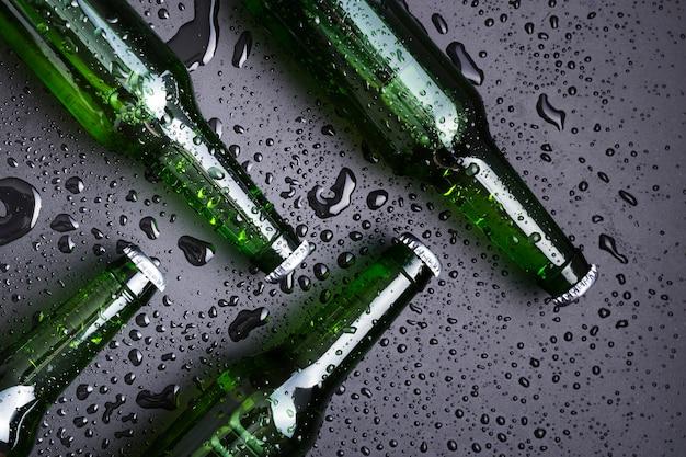 ビールとトップビューボトル Premium写真