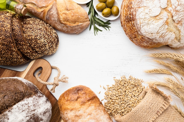 Vista dall'alto del concetto di disposizione del pane Foto Gratuite