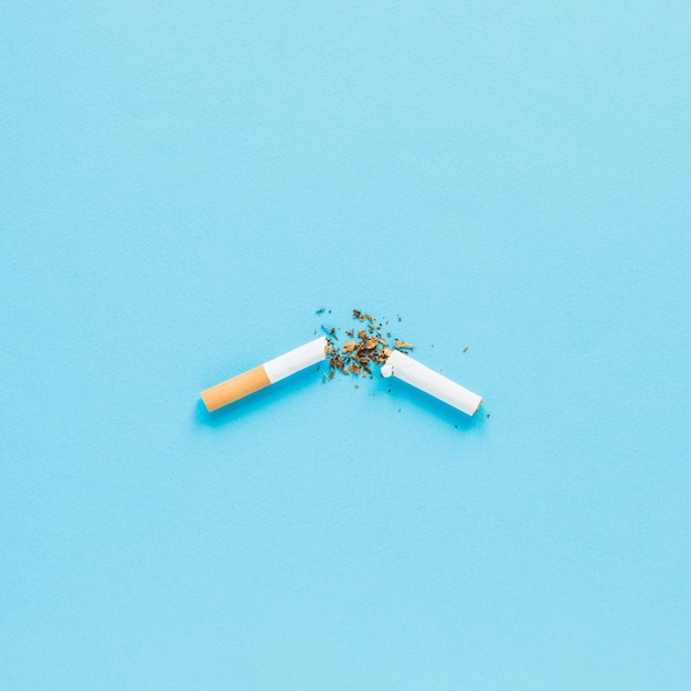 Top view broken cigarrete Premium Photo