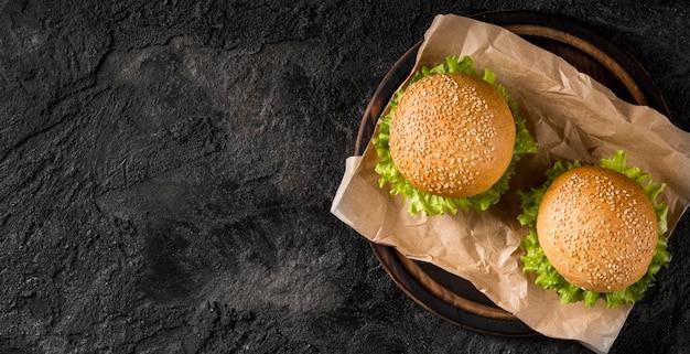 Гамбургеры вид сверху с копией пространства Бесплатные Фотографии