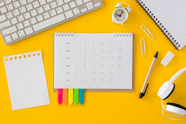 Top view calendar and keyboard Free Photo